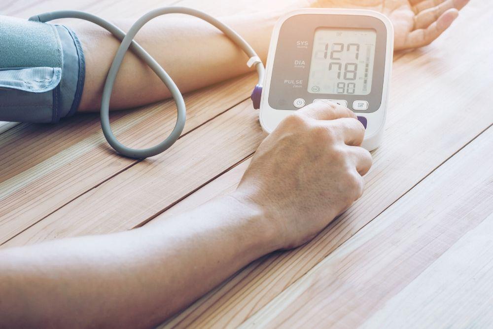 Verenpaineen vaihtelun mittaamista käsivarresta